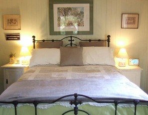 queen size bed with cotton sheets and feather pillows/doona